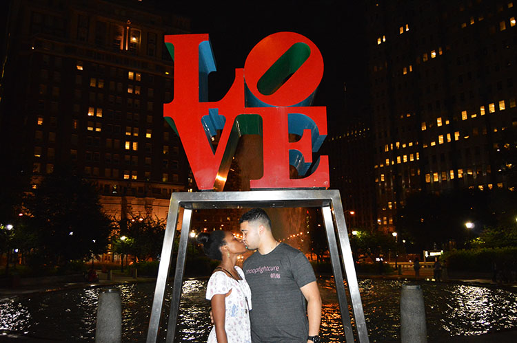 Love-Park-Kissing-Photo