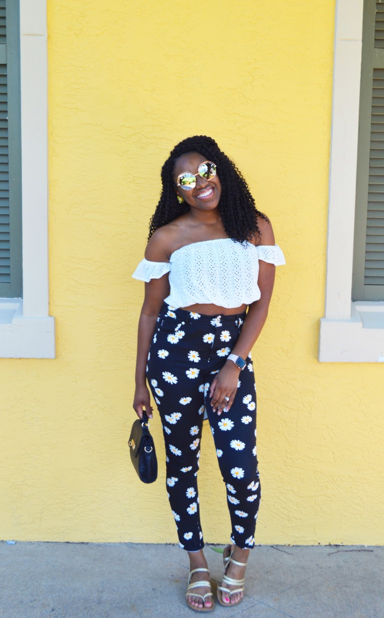 Eyelet-Crop-Top-and-Flower-Print-Jeans-4