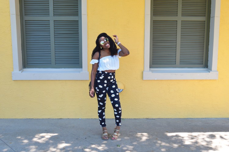 Eyelet-Crop-Top-and-Flower-Print-Jeans-6